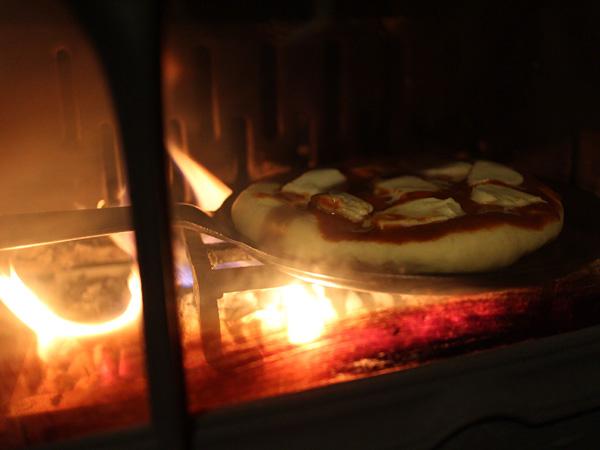 薪ストでピザは難しい