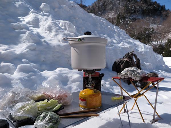 丸鍋で調理開始