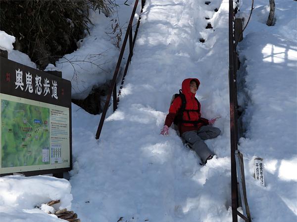 階段か 雪坂か